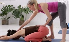 20 Minute Flexibility Yoga Class for Moms
